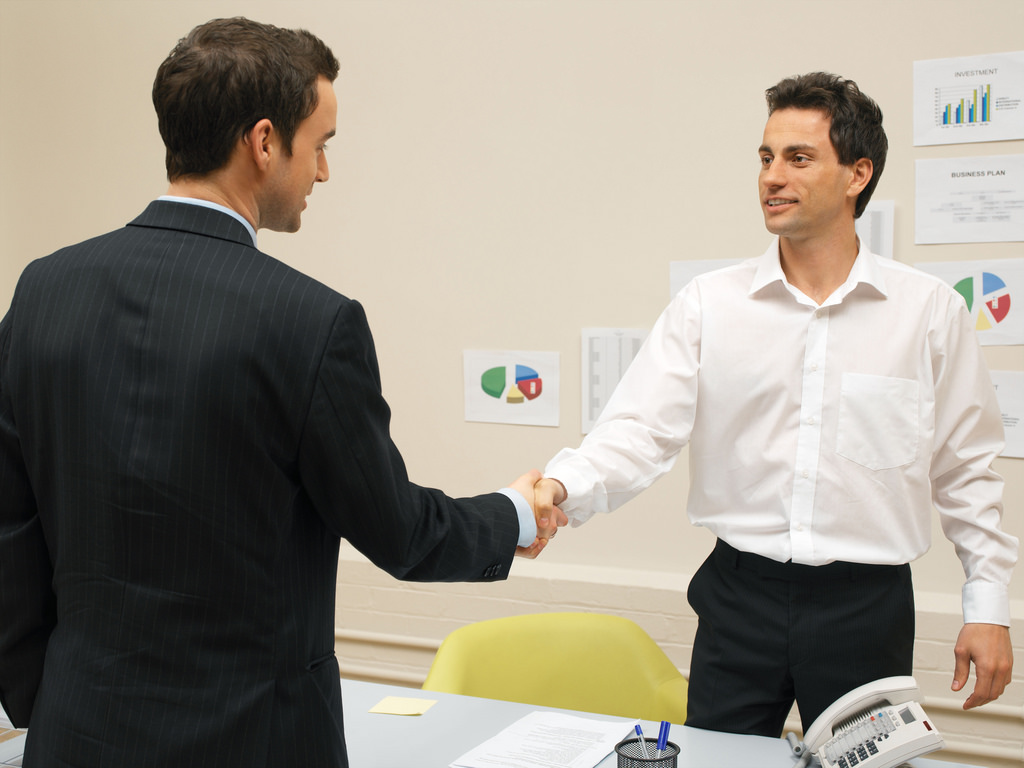 Businessmen shaking hands b2b leads content marketing